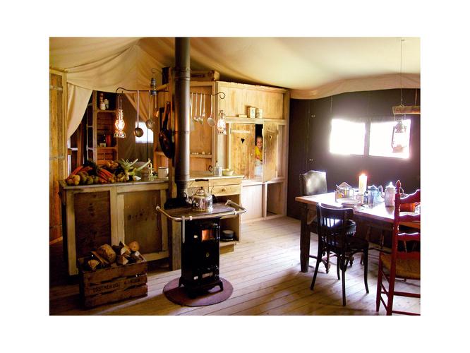 un lit au pre la ferme du prieure co tourisme mereaucourt. Black Bedroom Furniture Sets. Home Design Ideas